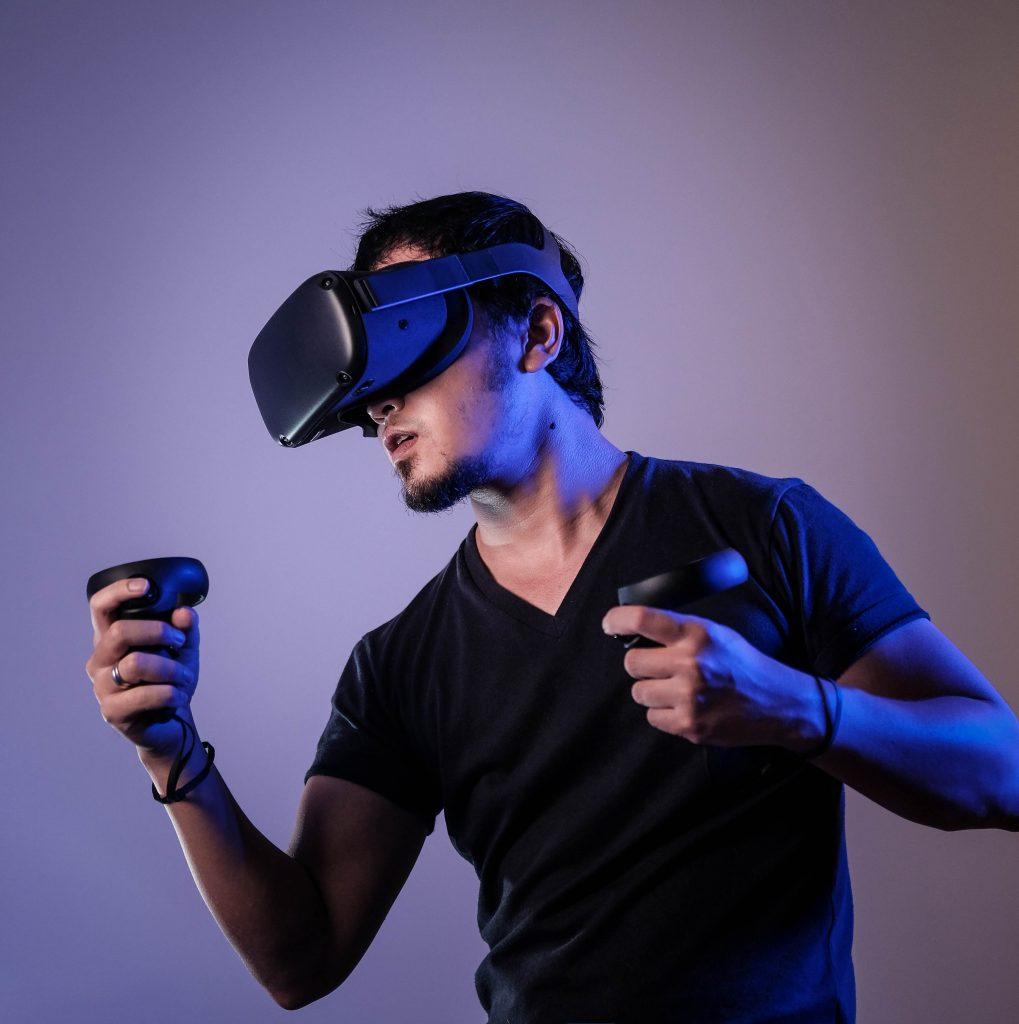 VR遊戲 Photo by Minh Pham on Unsplash